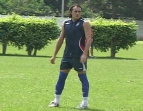 Боливиец изхвърлен от футбола за една година заради каратистки удар - вижте видео