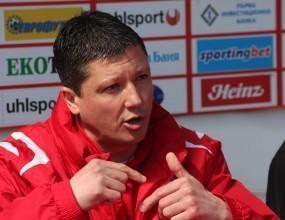 Пенев: Питайте Иван Иванов дали футболистите се учат от грешките си