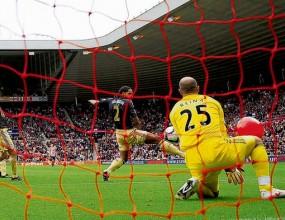 Феновете на Юнайтед готвят атака с балони за Ливърпул