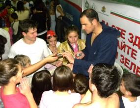 Повече от 120 деца взеха участие в плувен празник