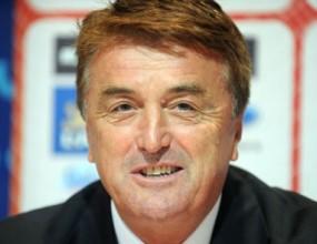 Радомир Антич остава начело на Сърбия до Евро'2012