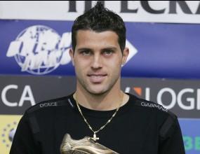 Жуниор бе избран за футболист номер 1 на 13-тия кръг