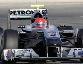 Докторът на Шумахер преглежда врата му във Валенсия