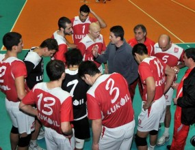 Волейболистите на Лукойл-Нефтохимик готвят удар и срещу Левски