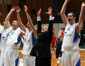 Левски с нова победа над Лукойл (видео)