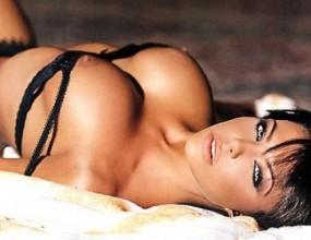 Никoлета се подвизава в сайт за елитни проститутки под името Миа