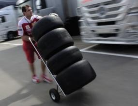 Пирели и Мишелин останаха да се борят за Формула 1