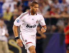 Защитник на Милан ще играе една година без да взима заплата