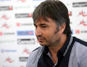 Феновете на Левски захапаха Ясен Петров още от първия ден