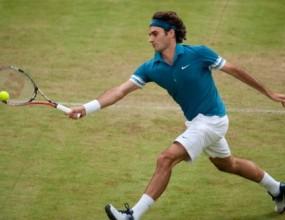 Федерер развива скорост на тревата в Хале