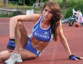 Секси атлетка изпраща първолак
