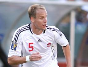 Защитник на Кьолн аут за 6 месеца
