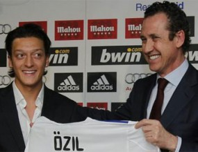 Барса уговорила Йозил двойно по-евтино от Мадрид
