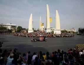 Уебър пили гуми пред 150 000 в Банкок