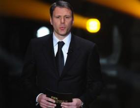 Ван Бастен се ослушва за треньорския пост в Челси