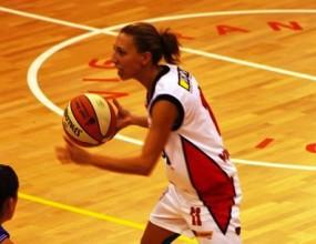 Радмила Нешева с 10 точки при загуба на Вигарано