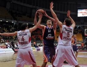 Олимпиакос се класира на 1/4-финалите след победа над Валенсия