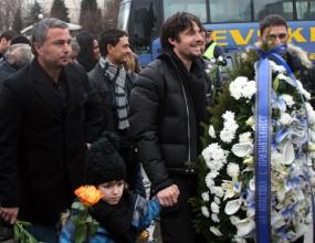 Капитаните на Левски поднесоха венец на паметника на Апостола (видео)