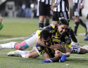 Драма с шест гола в дербито на Истанбул
