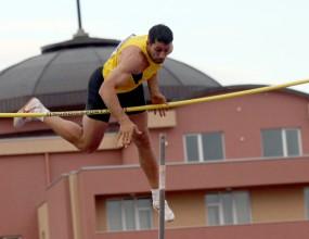Бухалов се завърна с победа, Караилиев шампион в тройния скок