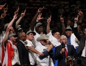 Гледайте награждаването на новия шампион в НБА (видео)