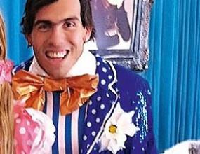 Карлос Тевес се прави на клоун заради щерка си