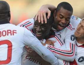 Новара може да вземе трима от Милан
