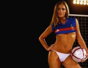 Клара обожава френския футбол (ГАЛЕРИЯ)