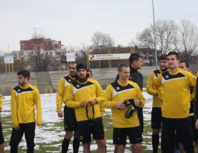 Ботев тренира на сняг преди мача с Нефтохимик