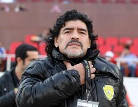 Марадона се връща в Италия, отива при Наполи
