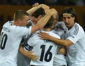 Бивш шеф на немския футбол: Който не пее химна да се маха