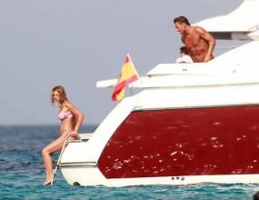 Тоти разпуска на яхта с жена си (снимки)