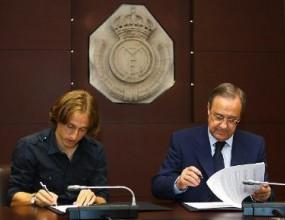 Модрич подписа и отсече: За мен е чест да съм в най-големия клуб в света