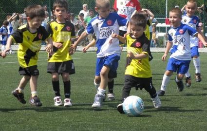 """Историческа година за детския футбол и """"Звездичка"""""""