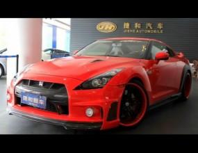 Кървавочервен китайски GT-R