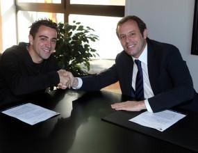 Чави продължи договора си с Барселона