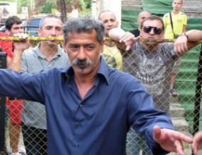 Гонят Енрико Пичони с полиция