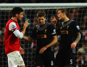 """Арсенал и Ливърпул пропуснаха да се доближат до топ 4 след четири гола на """"Емиратс"""" (видео)"""
