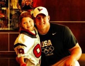 """Футболист се """"ожени"""" за 6-годишна фенка и сбъдна мечтата й (видео+снимка)"""