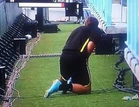 Снимаха Марио Гьотце да се облекчава на стадиона в Малага