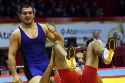 Михаил Ганев се контузи, Радослав Великов на финал