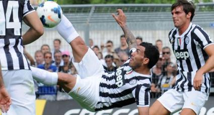 Тевес дебютира с гол при разгромна победа на Юве (видео)