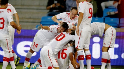 Младок засили Швейцария към световните финали