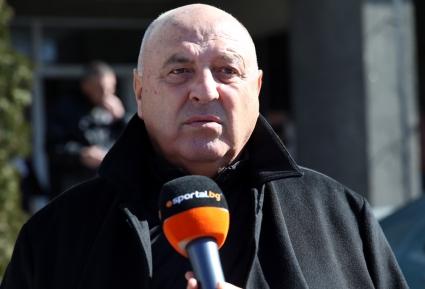 ЦСКА отряза германци за стадион, Венци Стефанов нападна жестоко Сашо Томов
