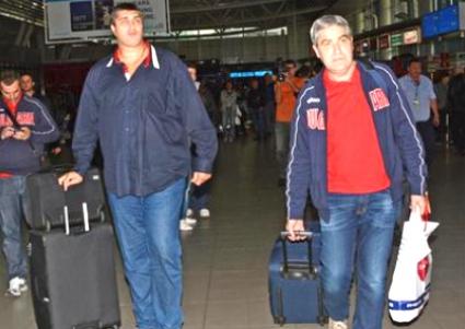 Волейболистите пътуват с 2 полета и 4 часа с автобус до Опава на 1 януари