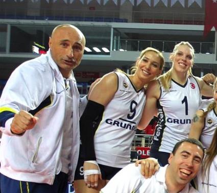 Фенербахче на Абонданца крачка от финал в Европа
