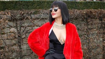 Риана отново скандализира Париж (снимки)