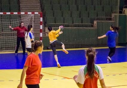 Фаворитите се класираха за 1/2-финалите на Купата на България по хандбал за жени