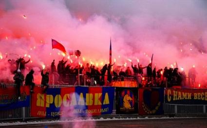Фенове на ЦСКА (М) нападнаха влак с привърженици на Локо (видео)