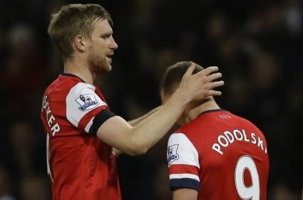 Арсенал се върна в Топ 4, Подолски герой при обрат срещу Уест Хам (видео)